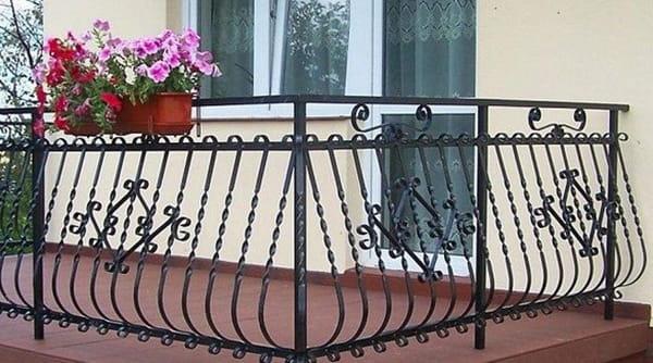 Những mẫu lan can ban công đẹp mắt cho ngôi nhà bạn