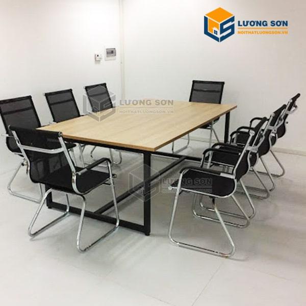Lựa chọn ghế có kích thước phù hợp với bàn làm việc